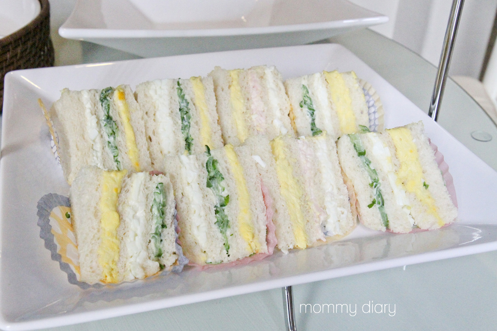 Mini sandwiches with Egg yolk, egg whites, cucumber, turkey and cheese.