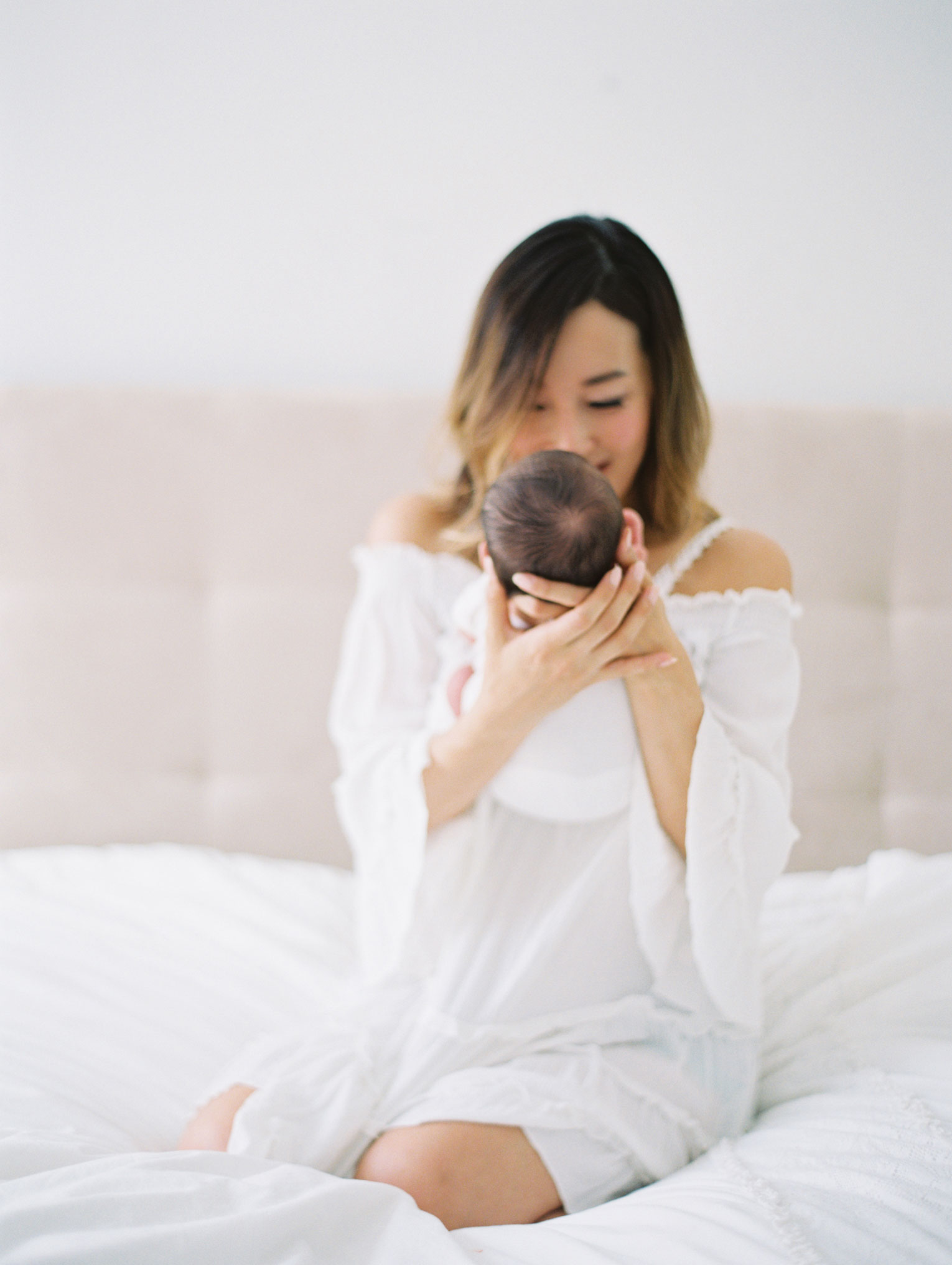 newborn-postpartum-maternity-mom-photo