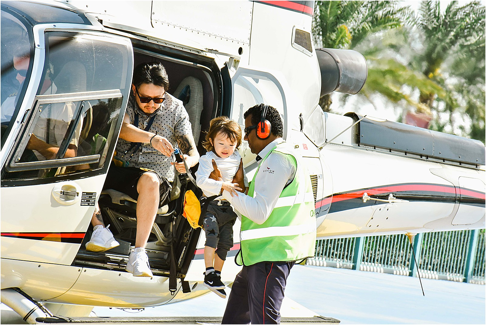 flyhigh-helicopter-tour-dubai-family-travel