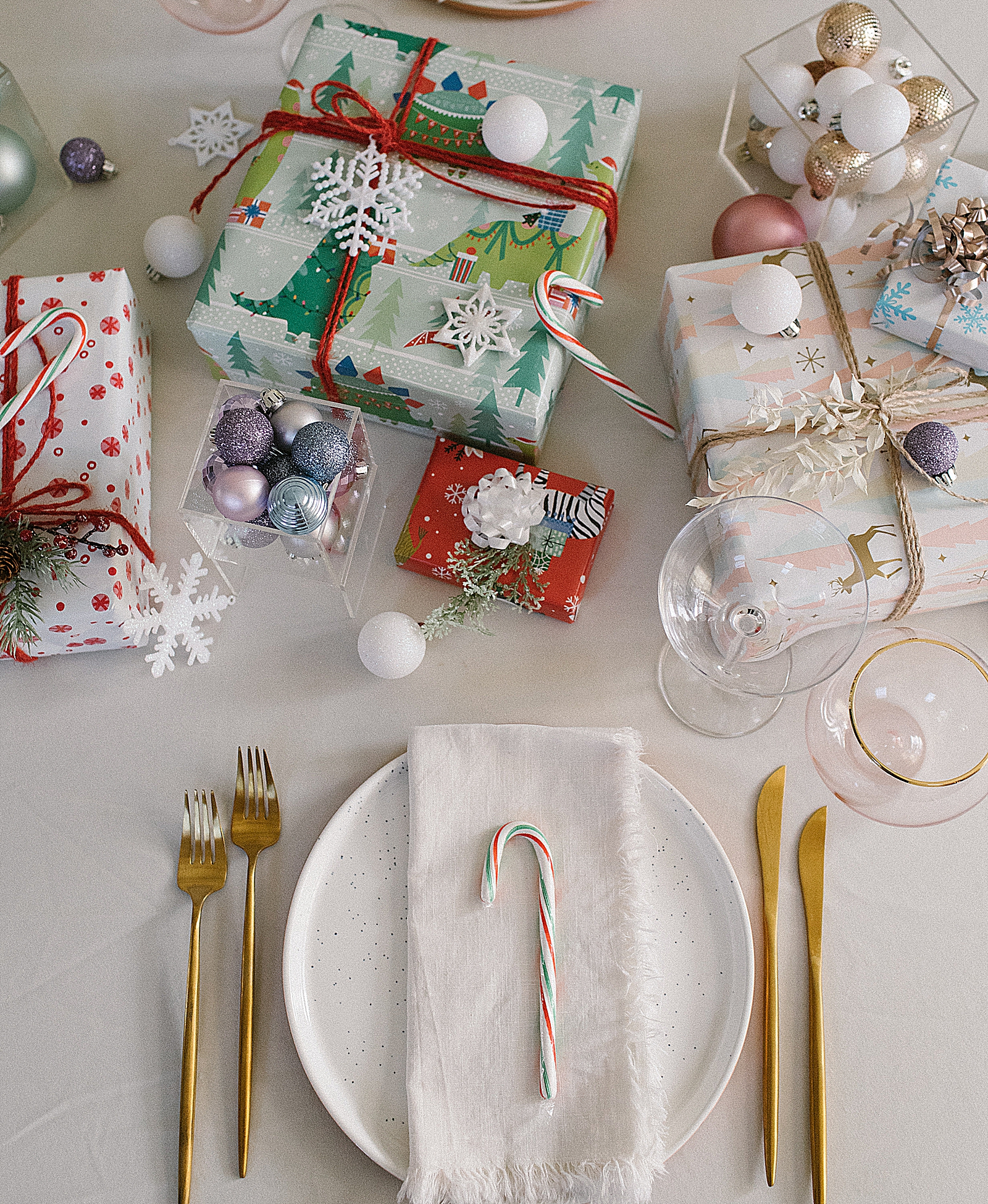 Easy Pastel Holiday Tablescape Ideas